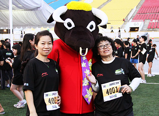 Runners posing with The Bull Charge mascot