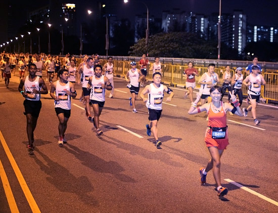 First wave of 10km runners along Nicoll Highway