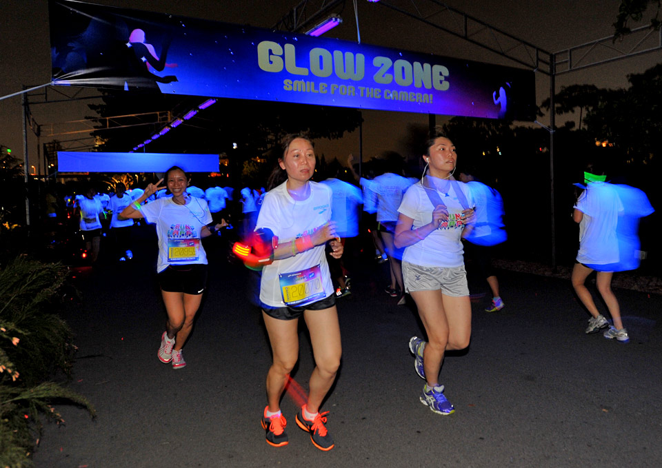 Brooks Run Happy 2013 Sets Marina Barrage Aglow with Fun and Music
