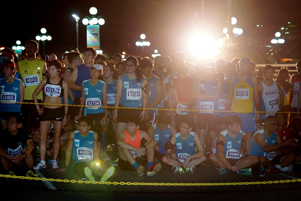 Runners Pushed the Pace at the Standard Chartered Marathon Singapore 2013