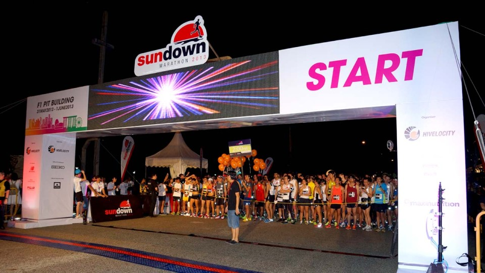 Sundown Marathon 2014 Brings On The Night As Asia's Largest Night Marathon
