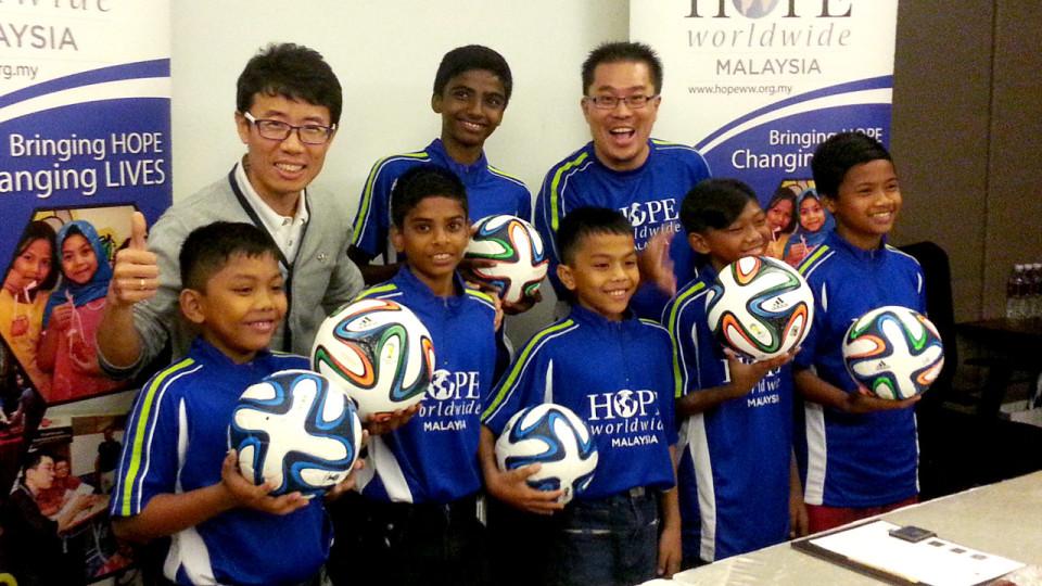 BOLATHON 2014: HOPE Worldwide Malaysia Kicks off FIFA-Inspired Charity Fun Run