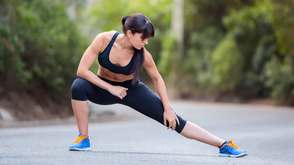 The Lateral Lunge Warms Up Your Legs and Tones Your Thighs
