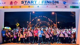 Fun and Excitment at 2nd MAKNA Founder's Night Run 2014 Malaysia