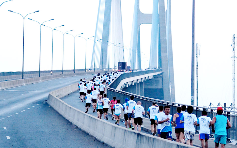 More than 6,300 Runners Conquered the Bridge at HCMC Run 2015