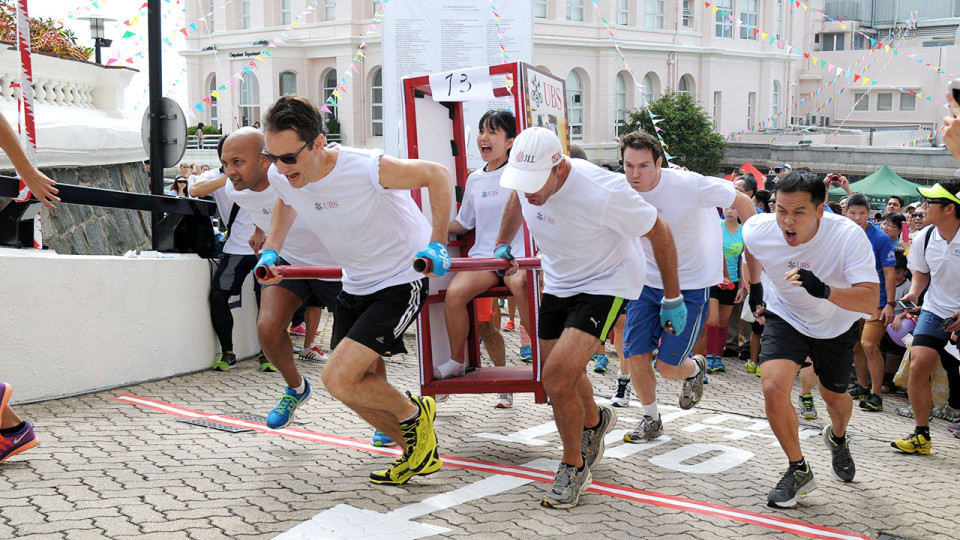 2015 Sedan Chair Race: Team Up and Bear the Weight of Those in Need