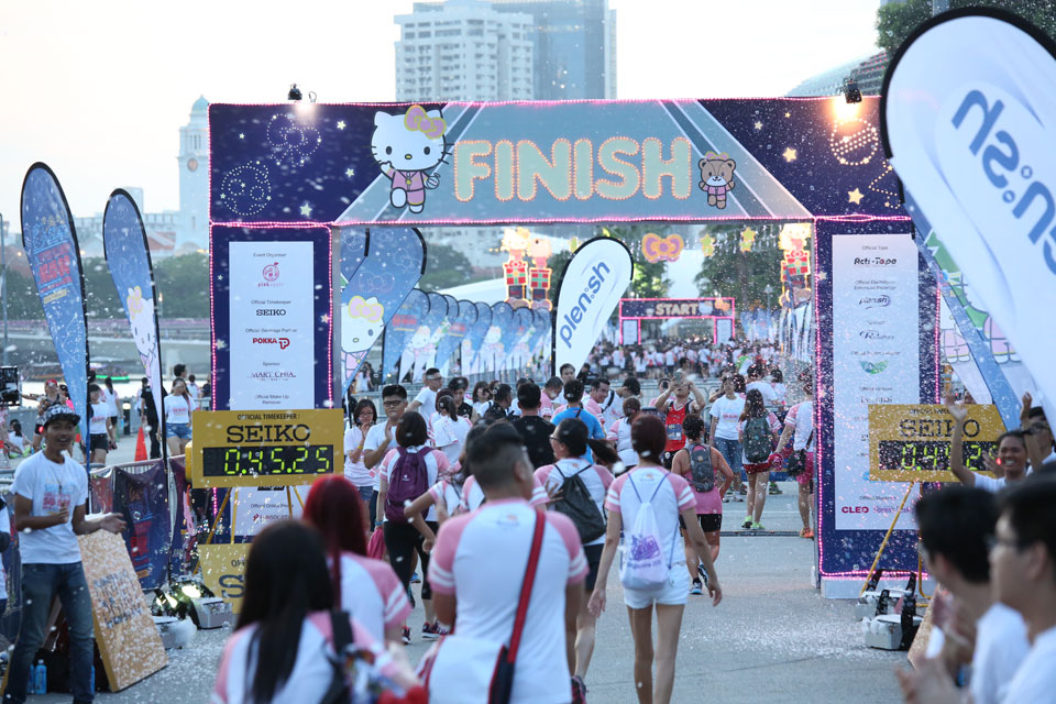 Singapore First Hello Kitty Night Run Starts Early Christmas Celebrations