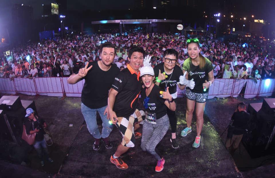 Skechers Blacklight Run Thailand Welcomed 4,000 Glow Runners in Bangkok