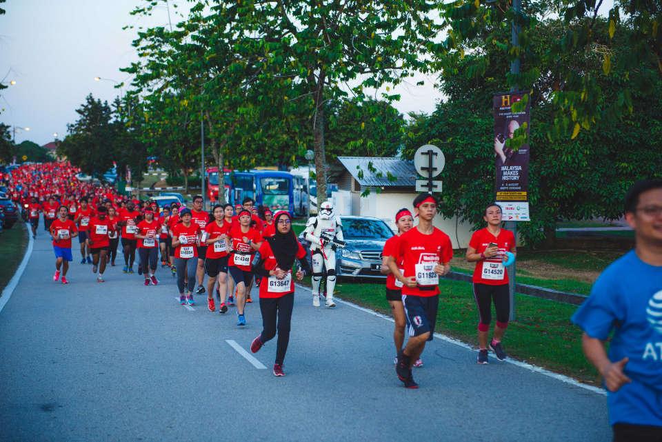 13,000 Runners Swarmed the Most Anticipated Night Run in Malaysia, the Men's Health Women's Health Night Run