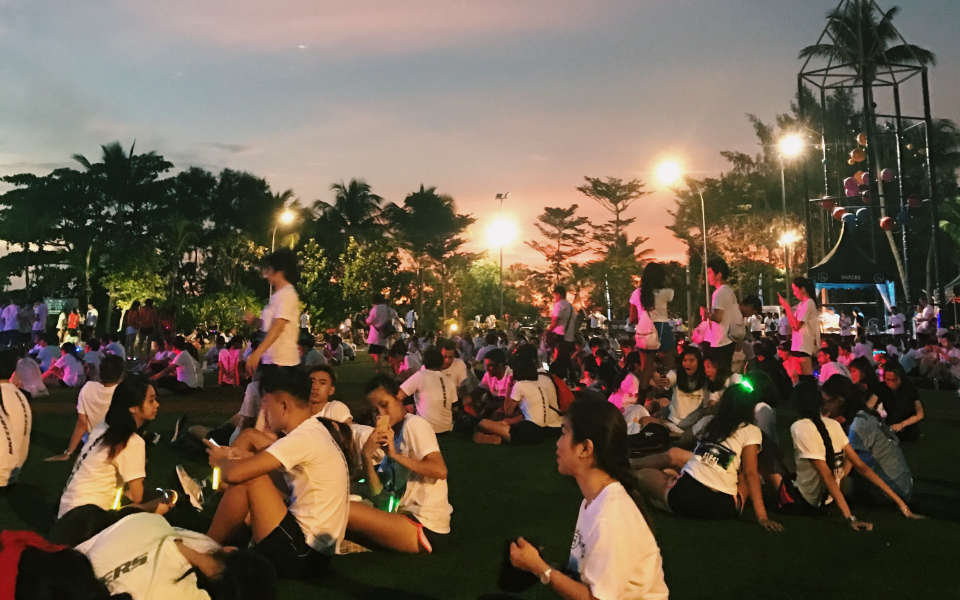 Skechers-Blacklight-Run-2017-Race-Review-We-Had-A-Glowing-Good-Time-2